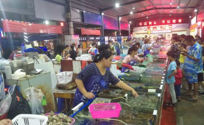 万博手机客户端首页万人海鲜市场 买海鲜