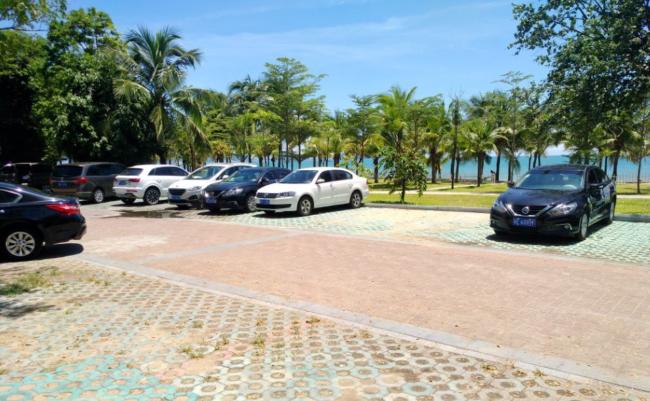 万博手机客户端首页湾边上的免费停车场